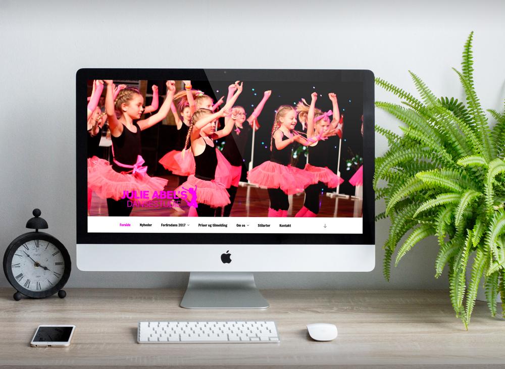 Display af website for dansestudie i Viborg
